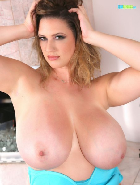 Lana-Kendrick-Huge-Tits-in-Bright-Blue-Bra-022