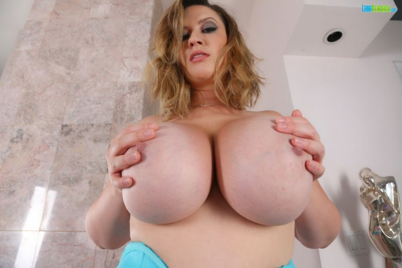 Lana-Kendrick-Huge-Tits-in-Bright-Blue-Bra-023