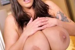 Leanne-Crow-Huge-Tits-in-Blue-Flowers-Bra-013