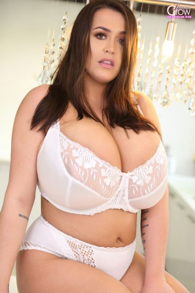 Leanne-Crow-Huge-Tits-in-Sexy-White-Lacy-Bra-003