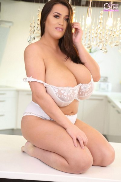 Leanne-Crow-Huge-Tits-in-Sexy-White-Lacy-Bra-007