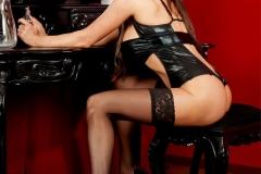 Linsey-Dawn-McKenzie-Huge-Tits-in-Black-Latex-Bra-002