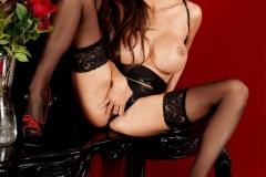 Linsey-Dawn-McKenzie-Huge-Tits-in-Black-Latex-Bra-008