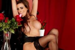 Linsey-Dawn-McKenzie-Huge-Tits-in-Black-Latex-Bra-015