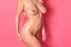 Lycia Big Tits get oiled for Body Mind 010