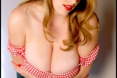 Maggie Green Huge Boobs and Cleavage 008
