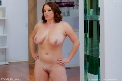 Maggie Green Huge Boobs Get Oiled Up 006