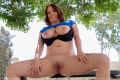 Maggie Green Huge Boobs in Tight Blue Top 009