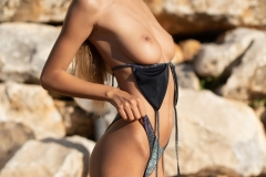 Malina-Big-Tits-get-an-Outdoor-Shower-for-Photodromm-003