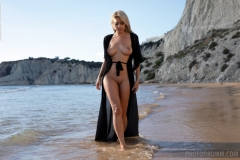 Margot-Big-Tits-and-Little-Black-Beach-Dress-for-Photodromm-002