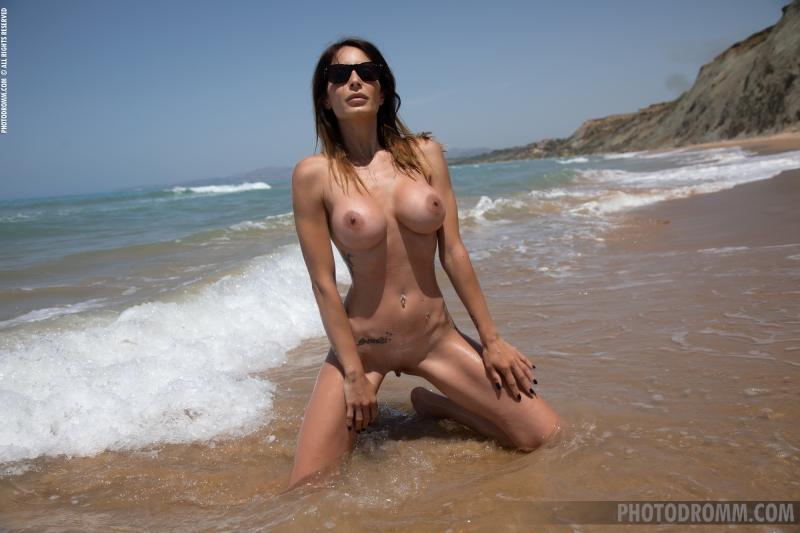 Megan-Big-Tits-in-Red-bikini-for-Photodromm-005