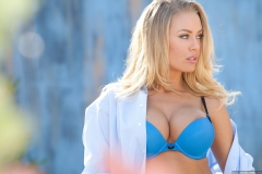 nicole_aniston_stripping_outside-1