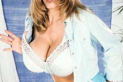 Nikki-Knockers-Huge-Tits-and-Denim-Shorts-002