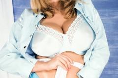 Nikki-Knockers-Huge-Tits-and-Denim-Shorts-004