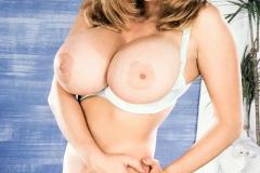 Nikki-Knockers-Huge-Tits-and-Denim-Shorts-011
