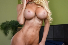Nocolette Shea Big Tits Blonde in Tight Jeans 015
