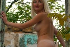 Noelle-Big-Tits-in-Hessian-Dress-for-Body-in-Mind-011