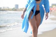 Renatte-Big-Boobs-Go-for-a-Walk-on-the-Beach-001