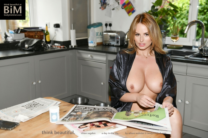 Rhian-Sugden-Big-Tit-Blonde-Hanging-Out-at-Home-006