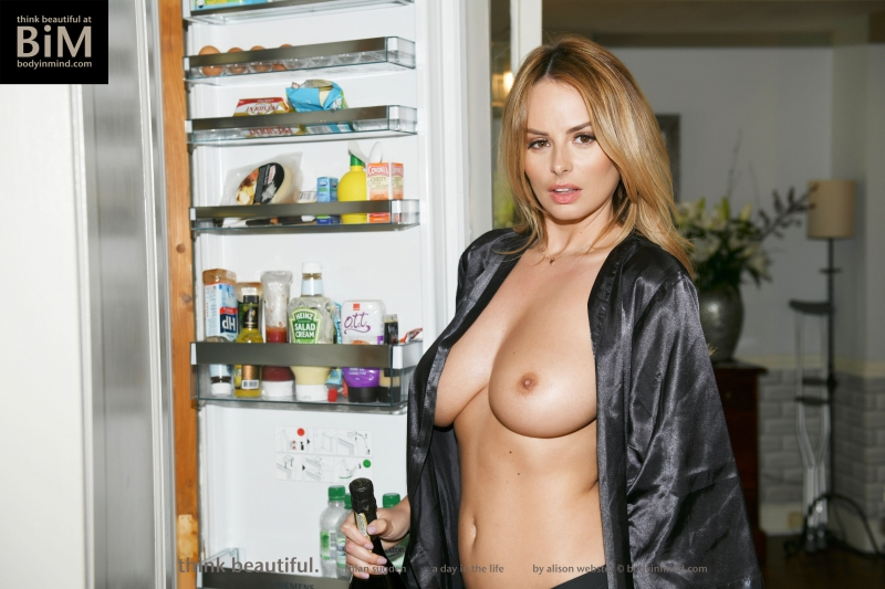 Rhian-Sugden-Big-Tit-Blonde-Hanging-Out-at-Home-007