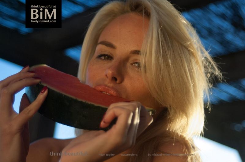 Rhian-Sugden-Big-Tit-Cleavage-Jumper-006