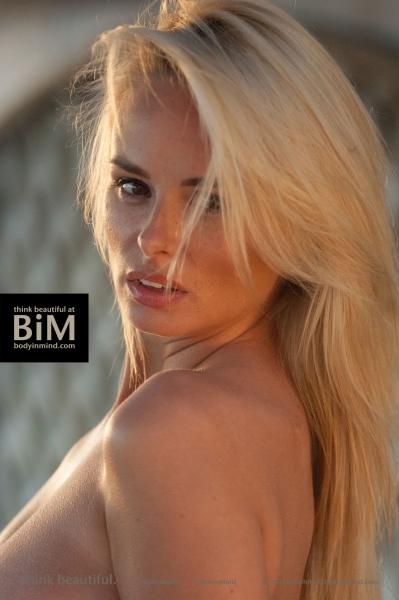 Rhian-Sugden-Big-Tit-Cleavage-Jumper-014