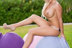 Riley-Parks-Big-Tits-iBlue-Bikini-in-the-Garden-005