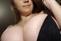 Samanta Lily Huge Tits Selfies 01