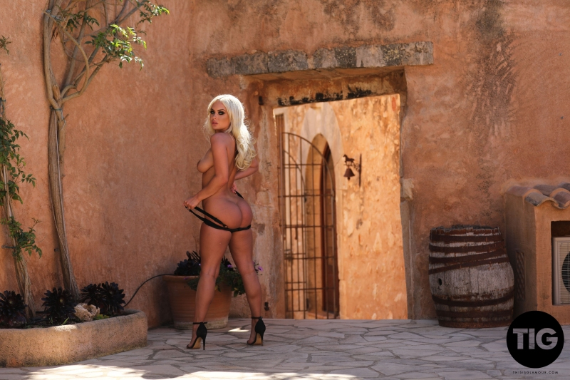 Sara-h-Lou-Big-Tit-Blonde-in-Black-Swimsuit-and-High-Heels-016