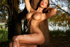 Savannah Big Boobs Get Naked by a Tree for Photodromm 009