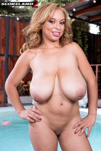 Shara-Lopez-Huge-Tits-Hanging-Out-at-the-Pool-012