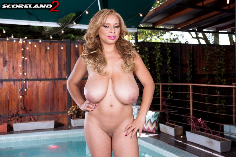 Shara-Lopez-Huge-Tits-Hanging-Out-at-the-Pool-014