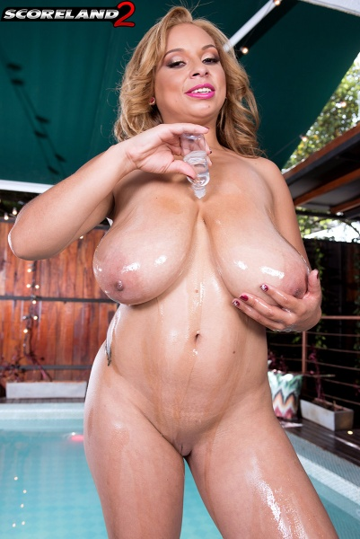 Shara-Lopez-Huge-Tits-Hanging-Out-at-the-Pool-016