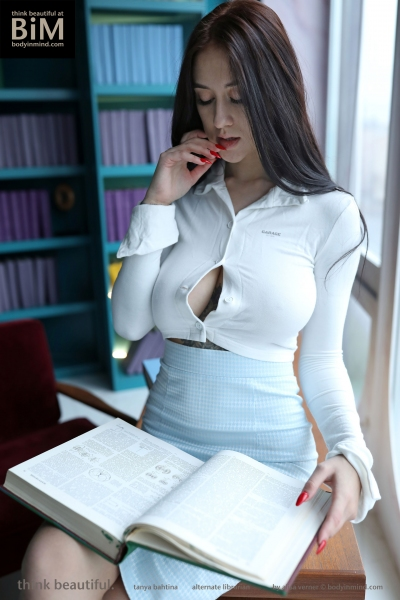 Tanya-Big-Tits-Come-out-in-the-Library-for-Body-in-Mind-003