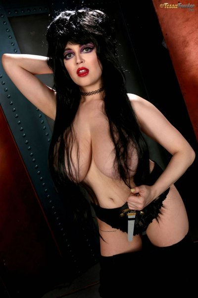 Tessa-Fowler-is-Huge-Tit-sexy-vampire-003