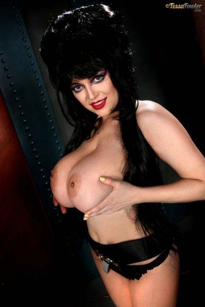 Tessa-Fowler-is-Huge-Tit-sexy-vampire-005