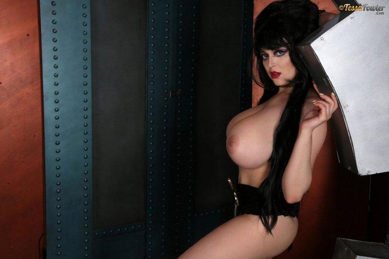 Tessa-Fowler-is-Huge-Tit-sexy-vampire-014