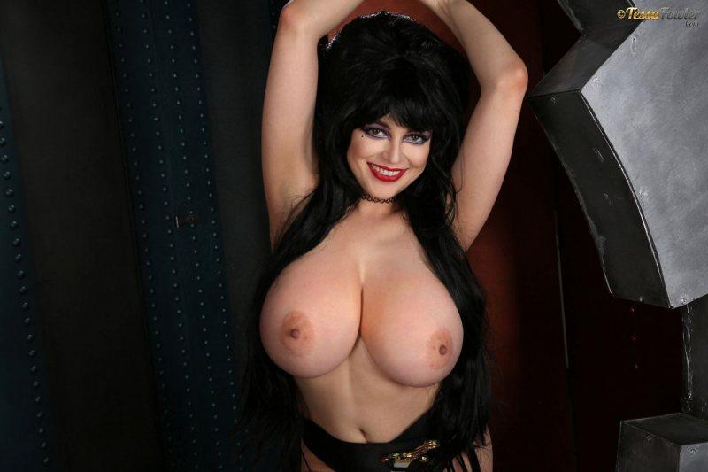Tessa-Fowler-is-Huge-Tit-sexy-vampire-016
