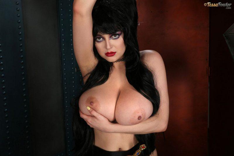 Tessa-Fowler-is-Huge-Tit-sexy-vampire-017