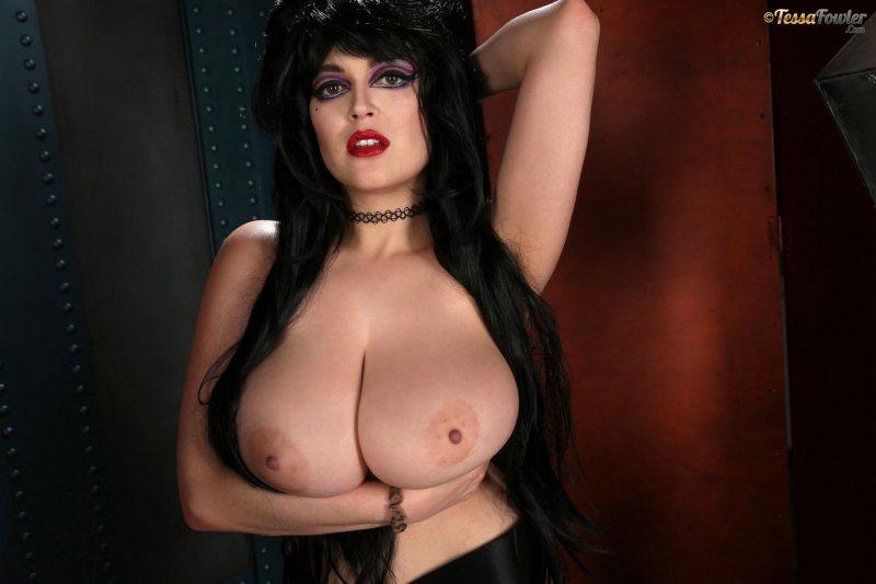 Tessa-Fowler-is-Huge-Tit-sexy-vampire-019
