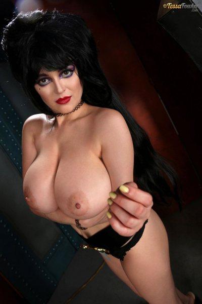 Tessa-Fowler-is-Huge-Tit-sexy-vampire-020