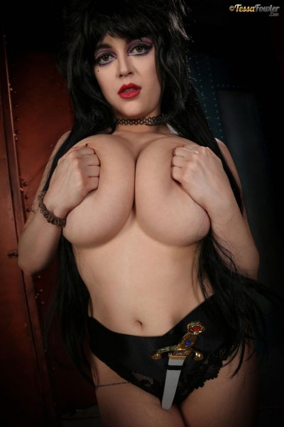 Tessa-Fowler-is-Huge-Tit-sexy-vampire-022