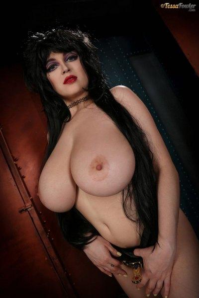 Tessa-Fowler-is-Huge-Tit-sexy-vampire-024