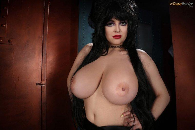 Tessa-Fowler-is-Huge-Tit-sexy-vampire-026