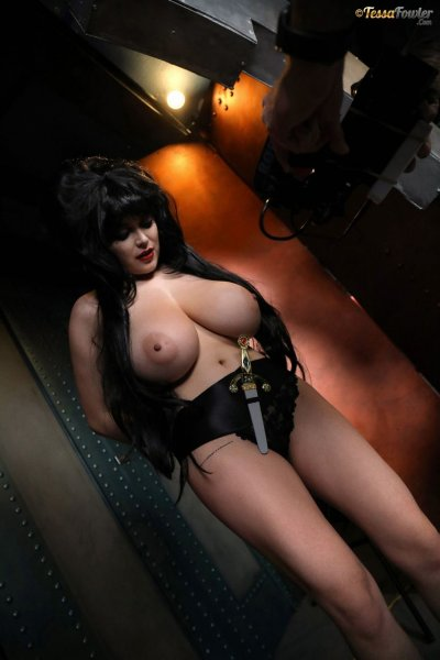 Tessa-Fowler-is-Huge-Tit-sexy-vampire-030