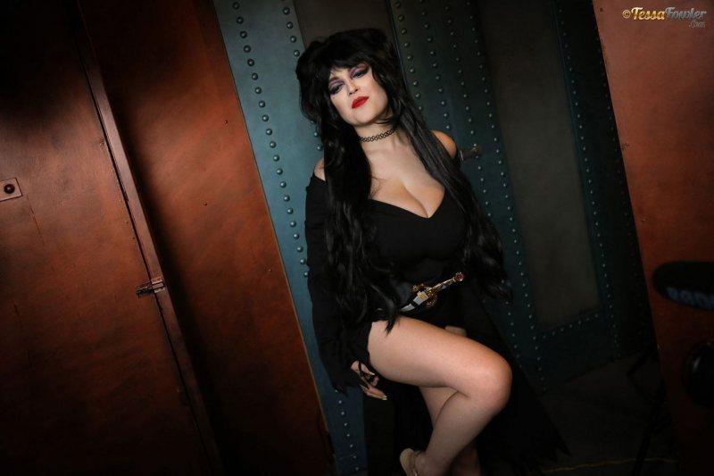 Tessa-Fowler-is-Huge-Tit-sexy-vampire-039