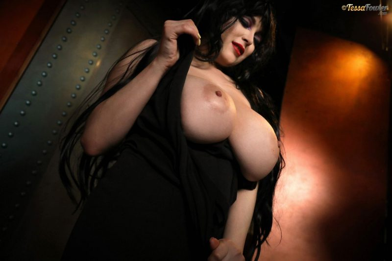 Tessa-Fowler-is-Huge-Tit-sexy-vampire-040