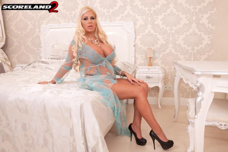 Tia-Clegg-Huge-Tit-Blonde-Relaxes-in-her-Bedroom-002
