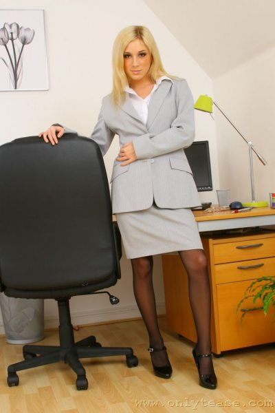 Tindra-Big-Tit-Sexy-Blonde-Secretary-in-Stockings-001