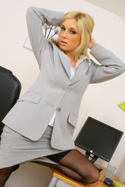 Tindra-Big-Tit-Sexy-Blonde-Secretary-in-Stockings-003